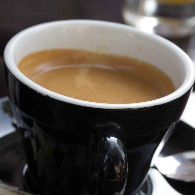 ¿Se puede perder más peso tomando café antes de hacer deporte?
