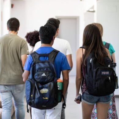 Clases de español y programas inmersivos en estudios hispánicos en la UPO