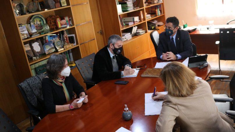 Acuerdo entre Barbate y la UCA para impulsar el sector de la pesca