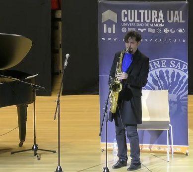 Daniel Torres y su saxo hipnotizan a los participantes de la Masterclass UAL Jazz