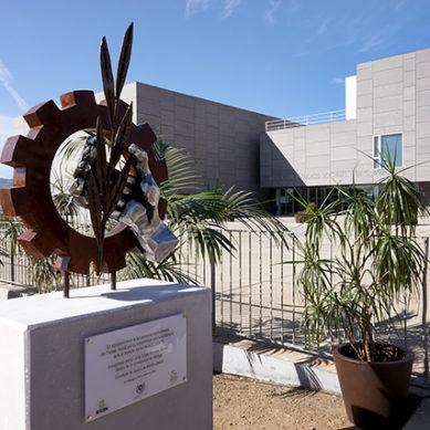 Una escultura para homenajear a los trabajadores sociales