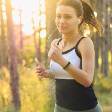 El ejercicio físico regular reduce el riesgo de contraer COVID y aumenta la eficacia de la vacuna