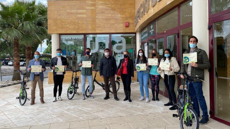 La UJA premia con una bici eléctrica los mejores TFG y TFM en Medioambiente y Salud