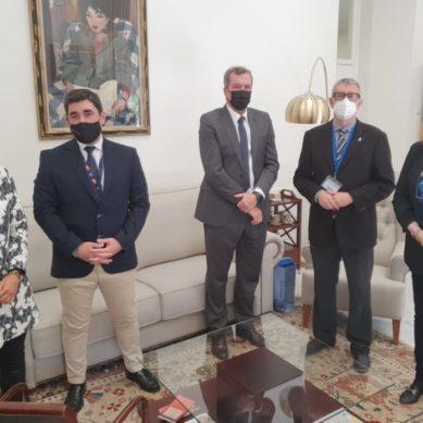 El nuevo director del Astillero Bahía de Cádiz visita la UCA para estrechar lazos entre ambas instituciones