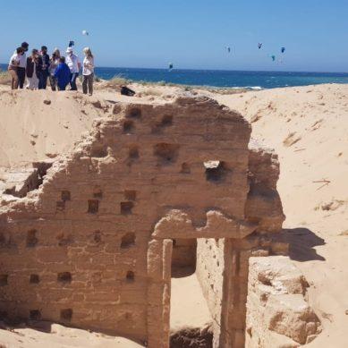 Investigan los restos arqueológicos de una tumba megalítica, un balneario romano y una villa marítima