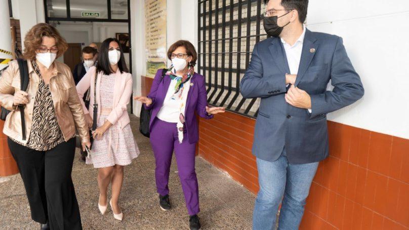 La directora de AACID visita la Oficina de Cooperación al Desarrollo de la US