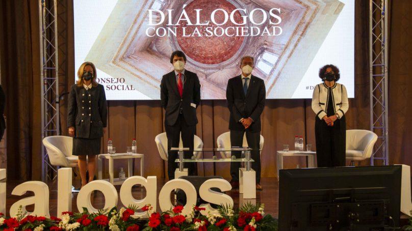 """Juan López-Belmonte, analiza los retos del sector en el ciclo """"Diálogos con la Sociedad"""" del Consejo Social de la UGR"""