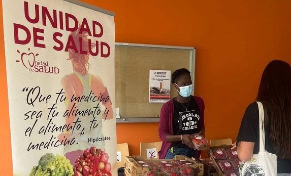 La UHU ofrece fruta por cigarrillos en el Día Mundial sin Tabaco