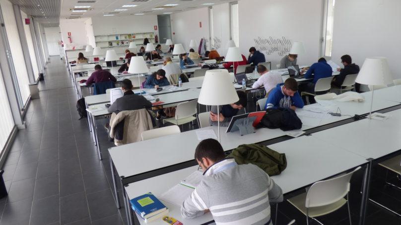 La UNIA destina 300.000 euros a becas y ayudas para atraer talento a sus másteres oficiales