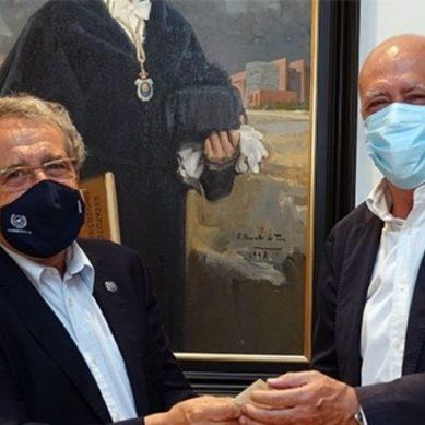 La Universidad de Málaga recibe una donación de 6.000 euros de la Archicofradía de la Esperanza
