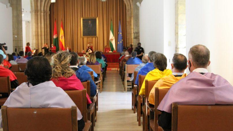 Velasco apunta hacia la plena presencialidad y la vuelta a la normalidad en la ceremonia de apertura de la UGR