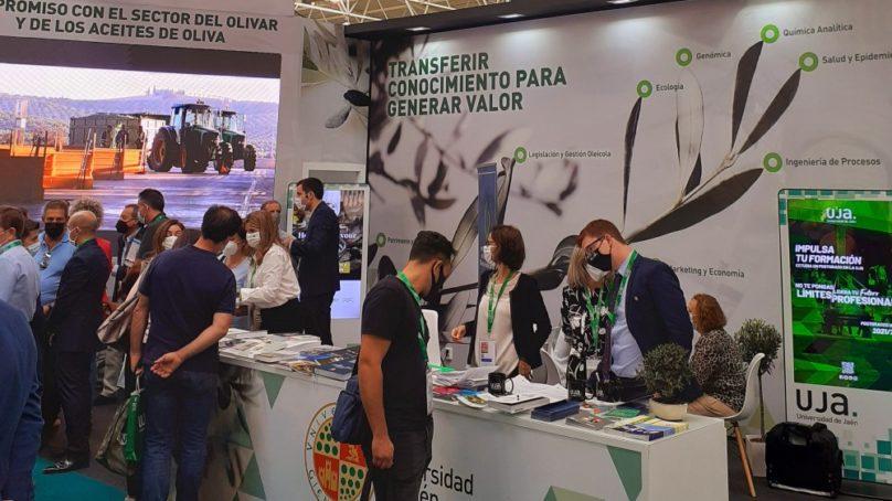 La UJA muestra su investigación científica y su oferta formativa vinculada con el sector oleícola en EXPOLIVA