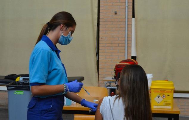 La campaña de vacunación en la UAL contra el Covid-19 arranca con éxito