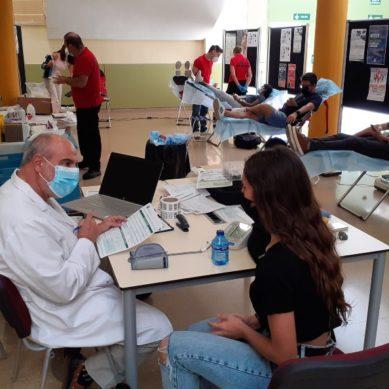 Fruta ecológica, donación de sangre y nutrición sana para conmemorar el Día de Universidades Saludables en la UJA