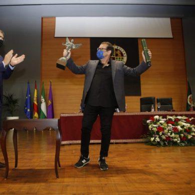 La UJA reconoce al artista Santiago Ydáñez por proyectar en su obra el patrimonio artístico e histórico jiennense